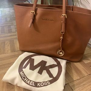 Authentic MK Jet Set Travel Medium Carryall Tote